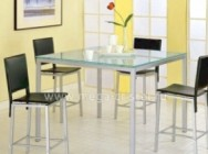 Стоит ли покупать стеклянный стол на кухню?