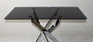 Черный стеклянный стол