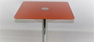 Оранжевый стеклянный стол